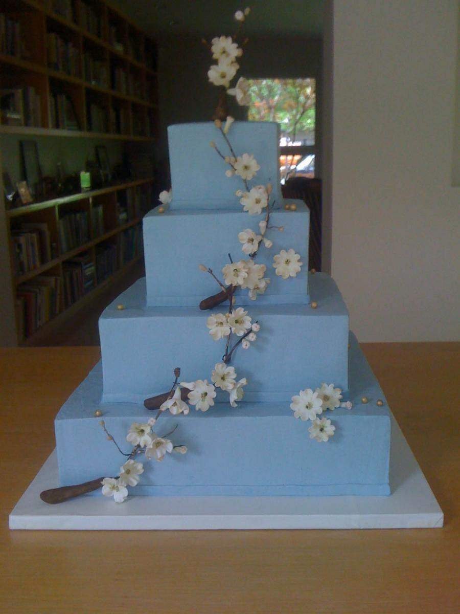 Blue-Cake-with-Blossoms