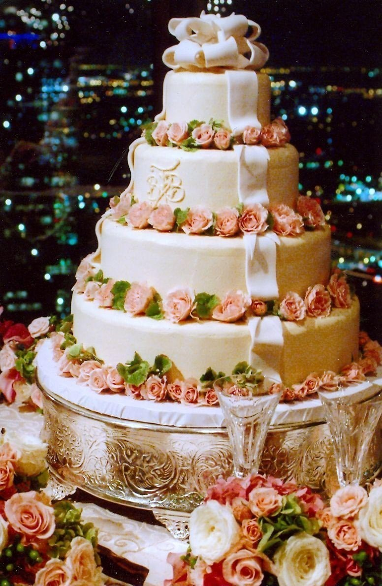 Ribbons-and-Roses-Cake